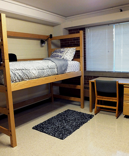 Super single room with bed set at captain's height